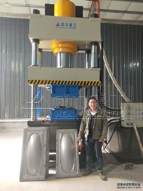 青岛客户使用的315吨不锈钢水箱板成型液压机
