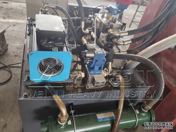 液压机油箱实物图