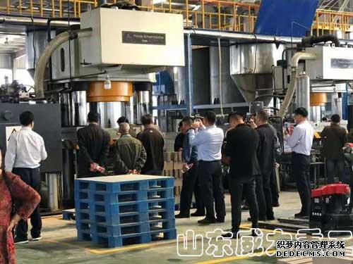 2000吨全自动耐火砖成型液压机客户现场图