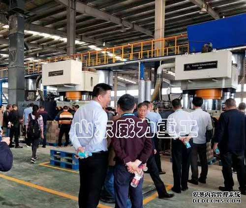 2000吨耐火材料压砖机