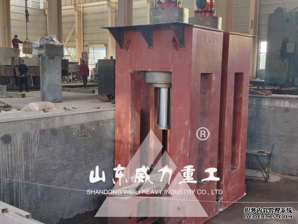 粒子钢热熔压块机装配现场图