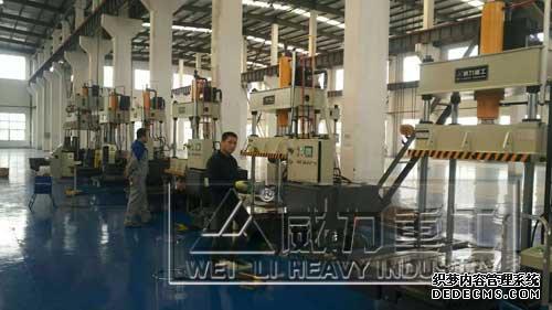 100吨碳纤维轮毂成型液压机