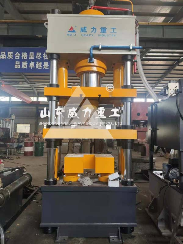315吨高速陶瓷粉末成型液压机实物图